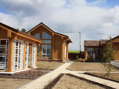 деревянный дом и беседки