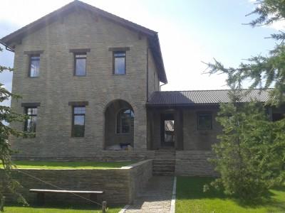 каменное здание