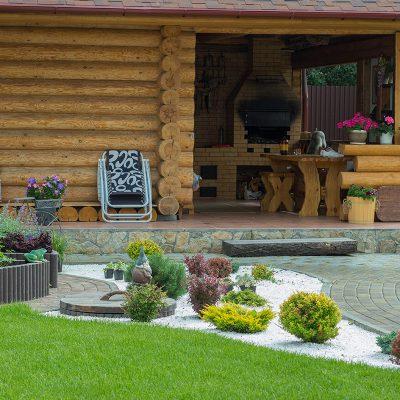 Небольшой сад в коттеджном поселке Палникс